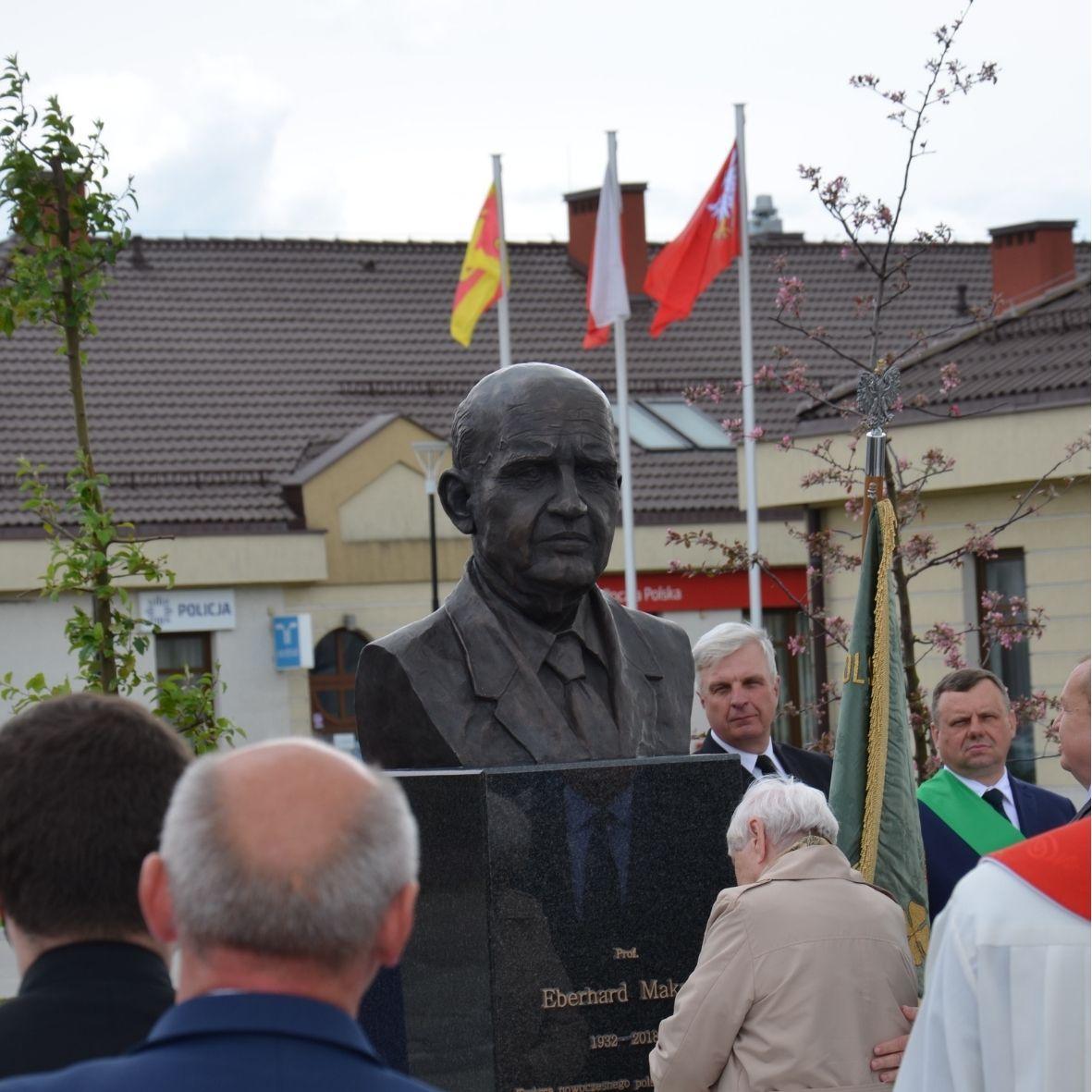 Odsłonięcie pomnika Prof. Eberharda Makosza - światowego eksperta sadownictwa